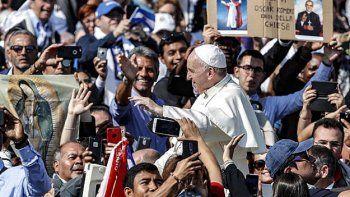 En la ceremonia, el Papa usó un cordón manchado con la sangre de Romero.
