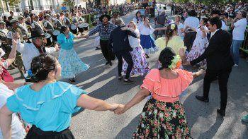 centenario salio a la calles a festejar su cumpleanos