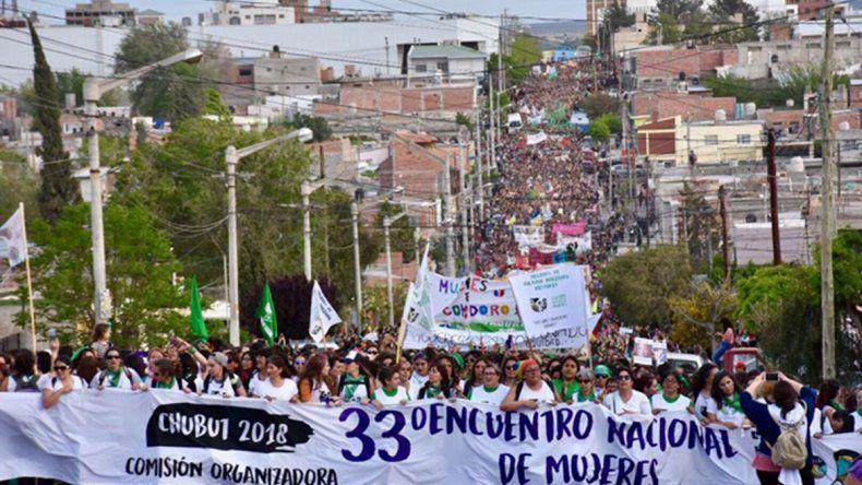 Mujeres de todo el país participaron de una masiva marcha en Trelew