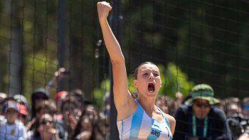 En la gloria. La pivot Gisella Bonomi y la arquera Rosario Soto, el aporte local para el oro olímpico.