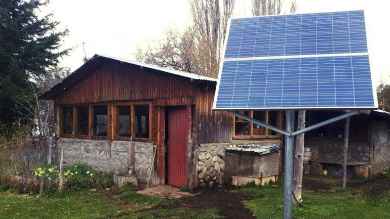 Los paneles fotovoltaicos llegan cada vez más a los parajes donde llevar la electricidad genera mucha inversión.