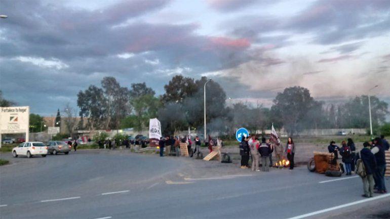 Por amenaza de corte de gas, ceramistas bloquearon las rutas 7 y 22