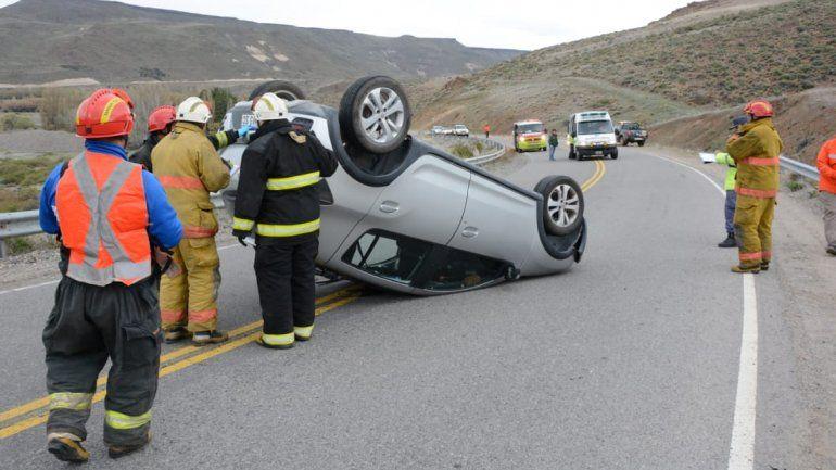 Cuatro neuquinos resultaron heridos en un vuelco en Ruta 40