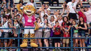 pandi, la mascota de los juegos olimpicos de la juventud, envuelta en un escandalo por contrabando