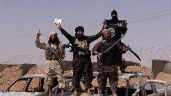 el estado islamico tiene 700 rehenes y matara 10 al dia