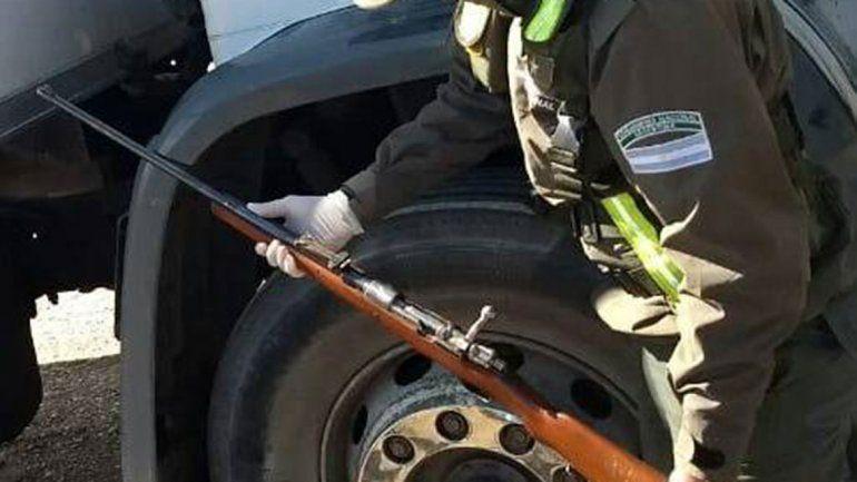 Gendarmería detuvo a un  camionero armado en Dina Huapi