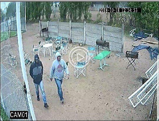 Roban a una canchita de fútbol y quedan escrachados por las cámaras