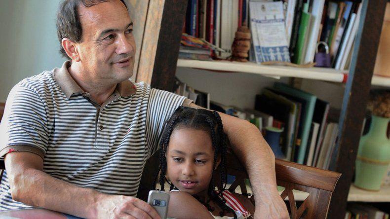 Ex alcalde ayudó a inmigrantes y hoy vive en la calle