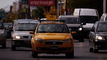 acelero su taxi y zafo de ser asaltado por tres ladrones