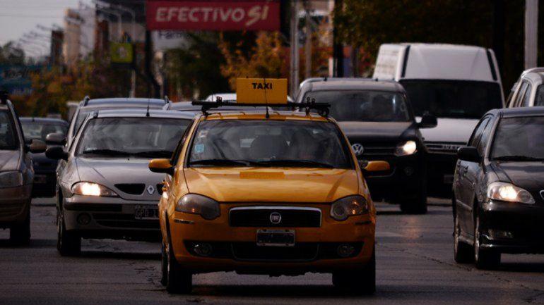 Un taxista zafó de ser asaltado por tres ladrones a mano armada