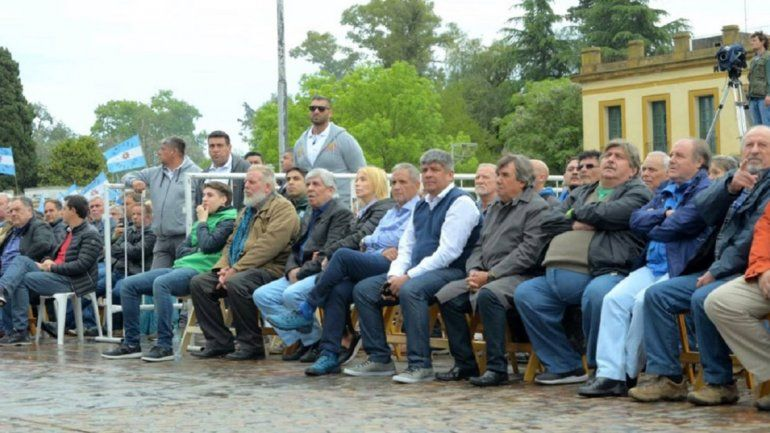 Hugo Moyano, en la masiva misa por paz, pan y trabajo en Luján