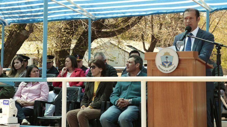 Gutiérrez presidió el acto de los 103 años de Loncopué con anuncios