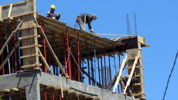 al limite: ocho de cada diez obreros de la construccion trabajan sin seguridad