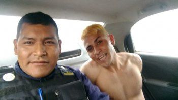 sancionan a policia por hacer una selfie con un detenido