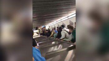 panico en el subte de roma por la caida de una escalera mecanica