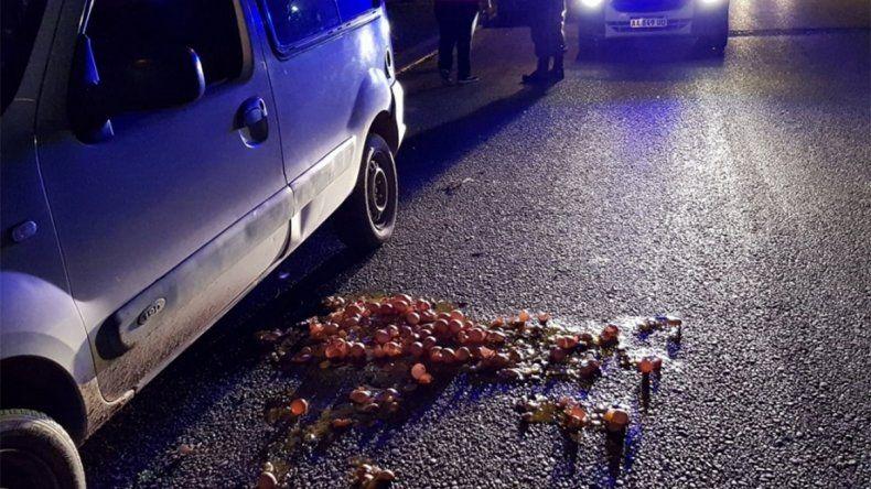 Delincuentes abrieron la camioneta de un vendedor y le rompieron los huevos