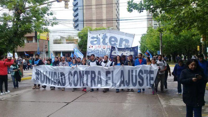 Trabajadores neuquinos marcharon en contra del presupuesto nacional