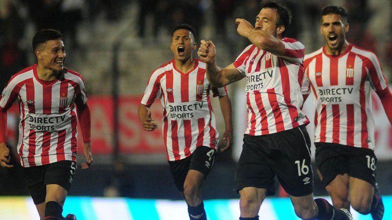 El histórico Pavone hizo el gol de la victoria del León.