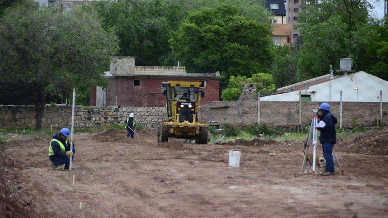 Derriban paredes de la ex U9 y avanza la apertura de calles