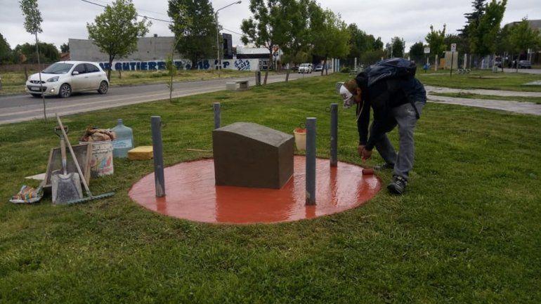 Tras la polémica, ponen la base de la estatua de Kirchner