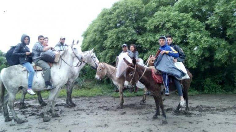 Emocionante: recorrieron 25 kilómetros a caballo y ganaron una feria de ciencia y tecnología