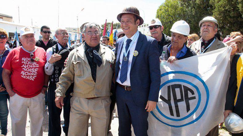 Gutiérrez encabezó el acto por los 100 años del petróleo en Plaza Huincul