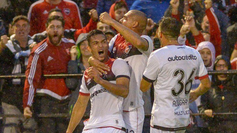 Joaco Torres brilló y la Lepra le ganó al Bicho