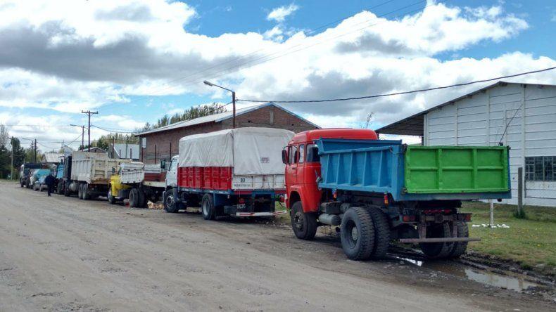 Camioneros de Junín bloquean el ingreso a Vialidad en reclamo de trabajo