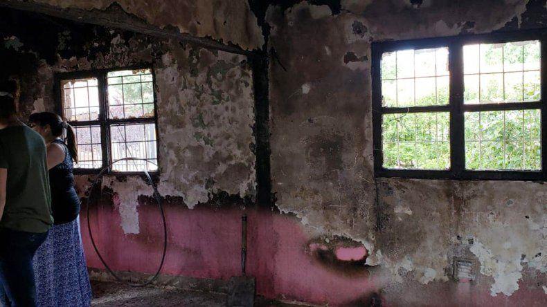 Cutral Co: mientras cuidaba a su hijo con cáncer, se incendió su casa y perdió todo