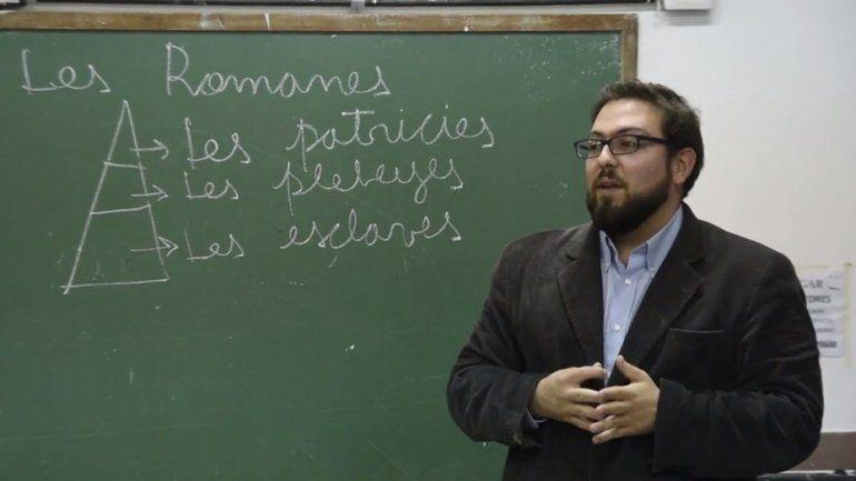 Un profesor da clases usando el lenguaje inclusivo y se armó el debate