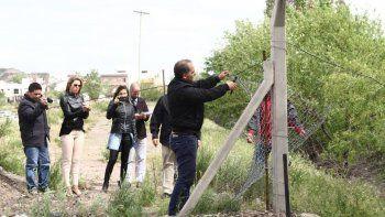 Baggio sacó el alambrado que impide el paso al Río Neuquén