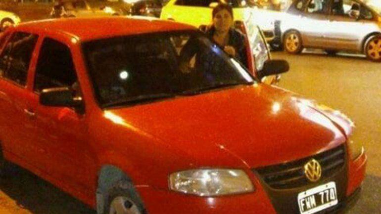 Salieron a hacer las compras y les robaron el auto