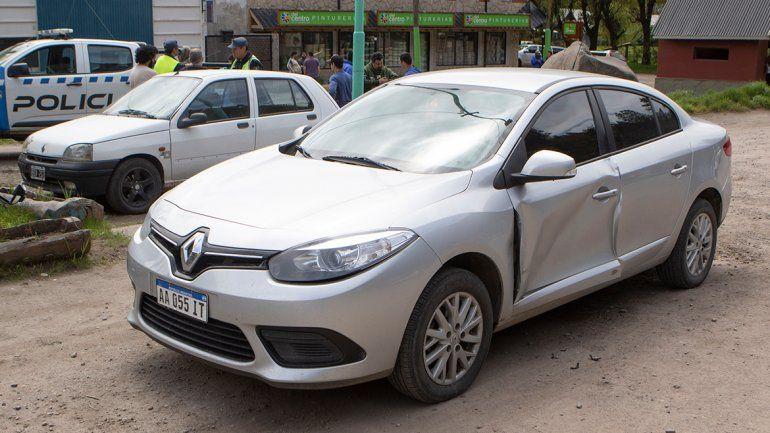 El Renault Logan fue el primer auto chocado en Junín, en la puerta del conductor.