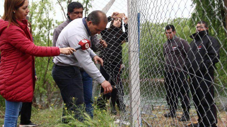 Baggio volvió a cortar el alambrado que impide el acceso al río Neuquén