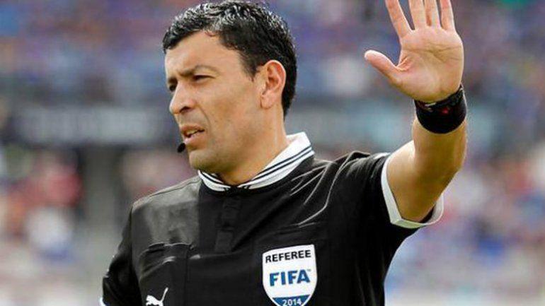 Un chileno será el árbitro de la primera superfinal