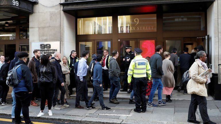 Pánico en Londres por dos cocineros que casi se matan a cuchillazos
