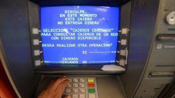 piden sanciones por cajeros que no tengan efectivo