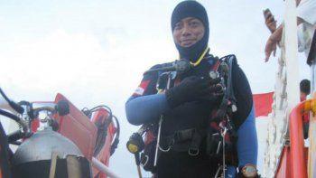 caida del avion: se ahogo cuando buscaba cuerpos