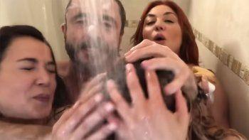 desnudos y bajo la ducha, la entrevista hot a las bandana