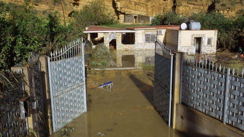Desbordó un río y murieron 9 miembros de una familia