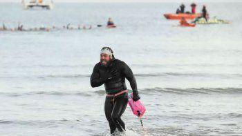 dio la vuelta a gran bretana en 155 dias sin salir del agua