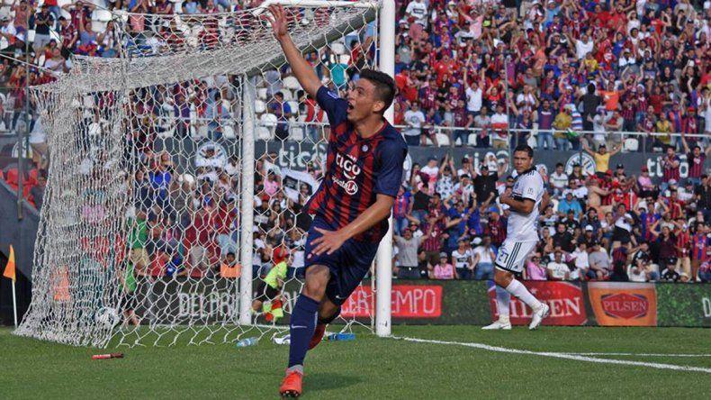 Con 14 años, hizo un gol en el clásico paraguayo y se metió en la historia