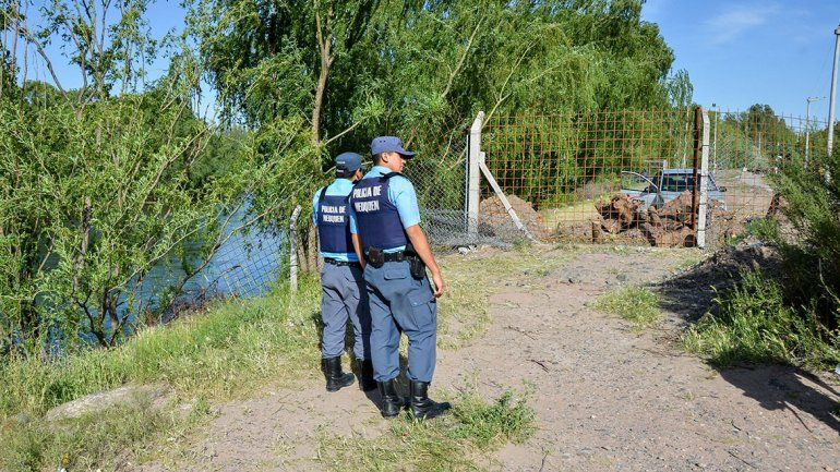 El polémico alambrado quedó con custodia policial