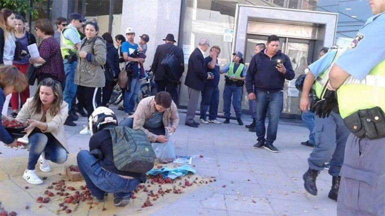 Desalojaron a un conocido vendedor de frutillas: ¿Qué dijo la Muni?