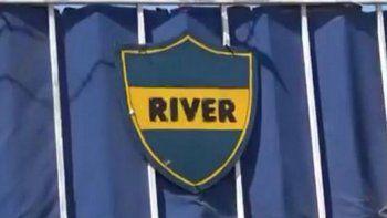 el club cordobes que se llama river y usa los colores de boca