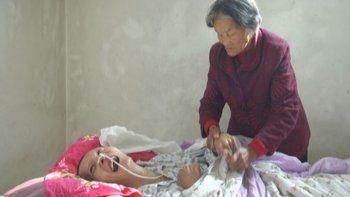 conoce al joven que desperto de un coma tras 12 anos frente a su madre