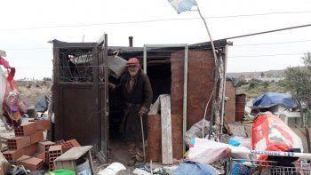 piden ayuda para hombre de 75 anos que vive sin agua