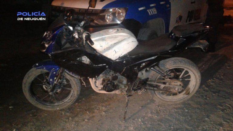 Tras una persecución por un robo, un ladrón le fracturó el tabique a un policía