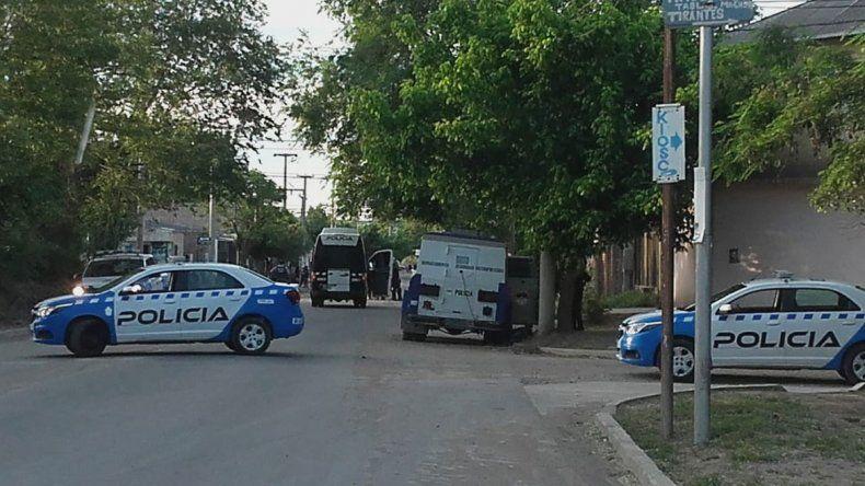 Barrio Confluencia: dos bandas se tirotearon y atacaron a la Policía