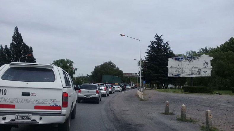 Caos de tránsito en los puentes por tareas de asfaltado